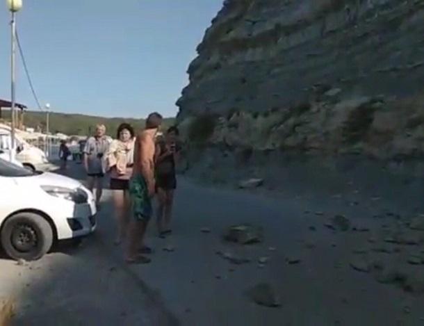 Камни с неба посыпались на лагерь отдыхающих под Туапсе