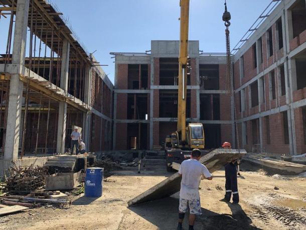 Мэр Краснодара нашел серьезные отставания в графике строительства новой школы