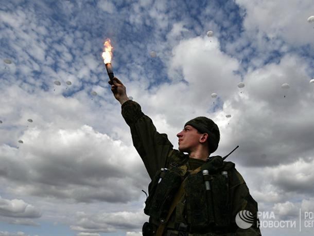 Под Новороссийском увидели в небе 50 египетских десантников