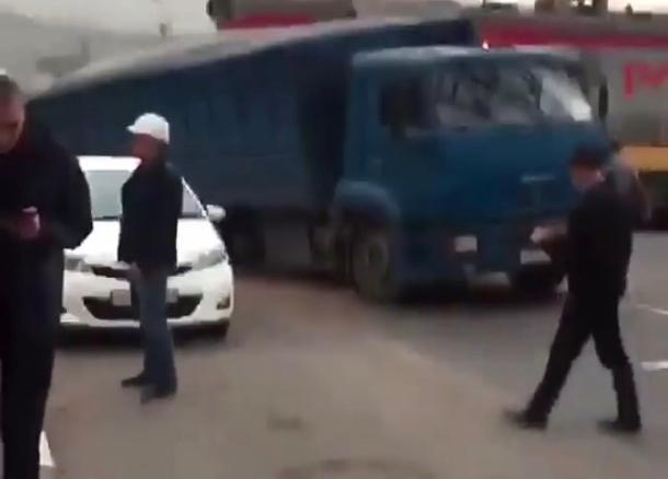 Поезд протаранил зерновоз в Новороссийске