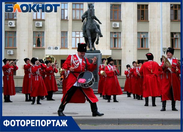 «Казак на службе горит...»: очередной «Час славы Кубани» собрал толпы краснодарцев