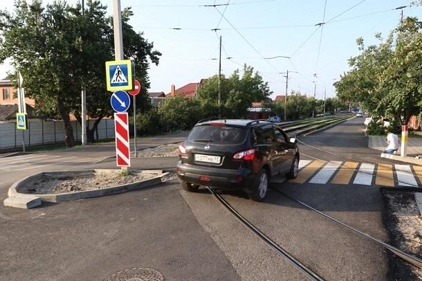Поехали: открыт переезд через трамвайные пути на улице Каляева в Краснодаре