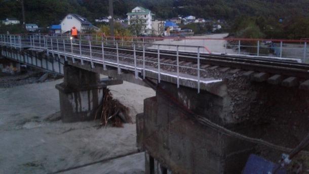 Поврежденную наводнением железную дорогу на Кубани восстановили