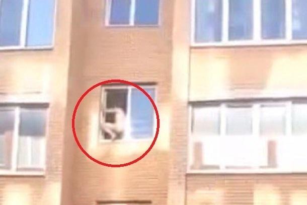 В Краснодаре голого мужчину забрали в психбольницу