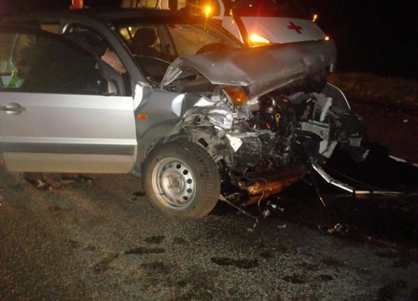 В Тбилисском районе произошло лобовое столкновение двух легковушек: один человек погиб