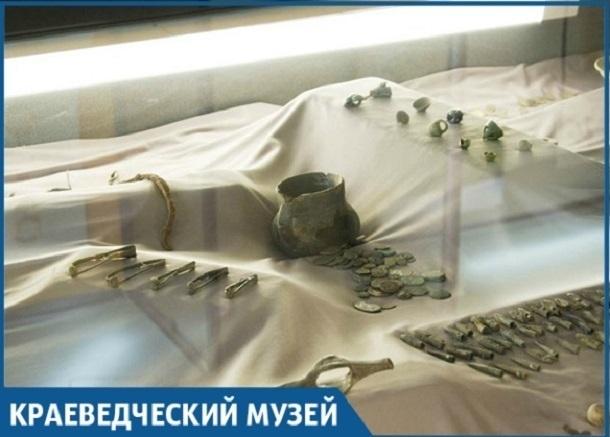 Археологические предметы, незаконно добытые в Краснодарском крае, передали в музей имени Фелицына