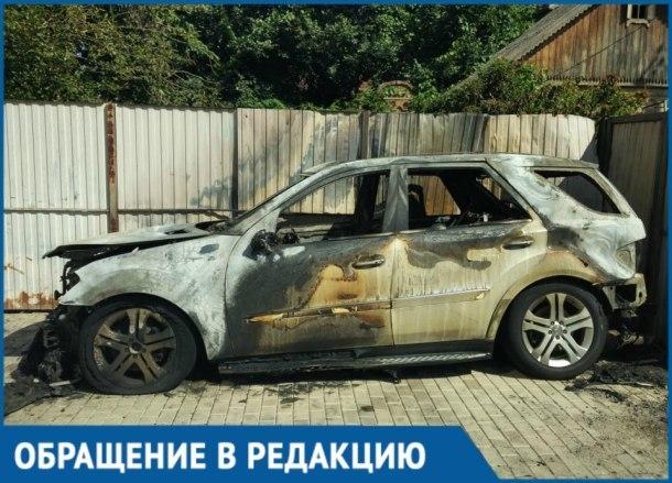 Назад в 90-е: в Краснодаре сожгли машину гендиректора «Кубаньмолоко»