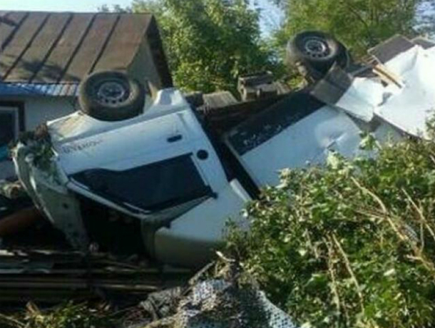 ВЛабинском районе шофёр иномарки врезался в личный дом