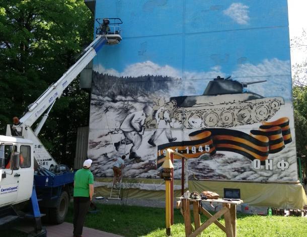 Уличные художники к 9 мая разрисовали стену в Краснодаре