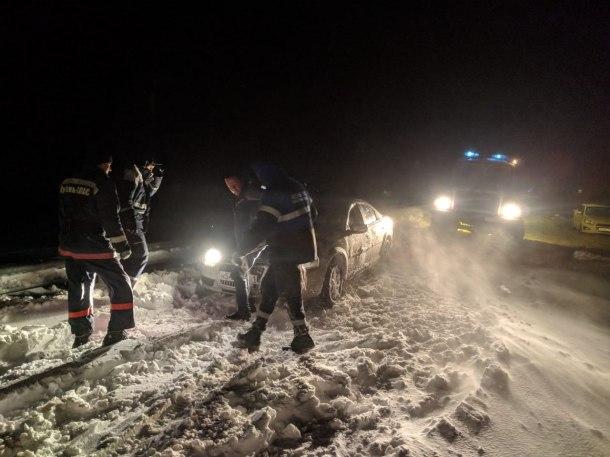Непогода на Кубани: из снежного плена эвакуировали детей, застряло около 1000 машин