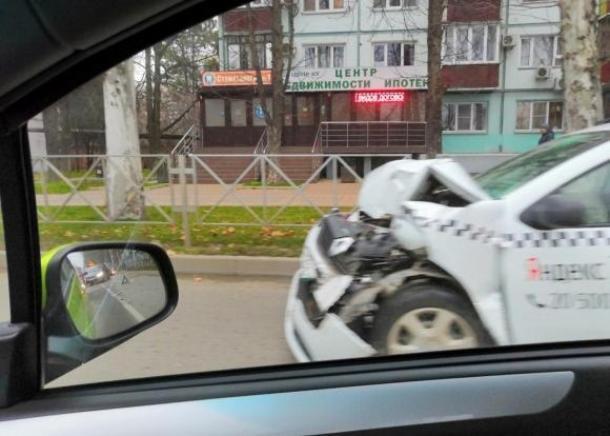 В Краснодаре «Яндекс.Такси» протаранило маршрутку