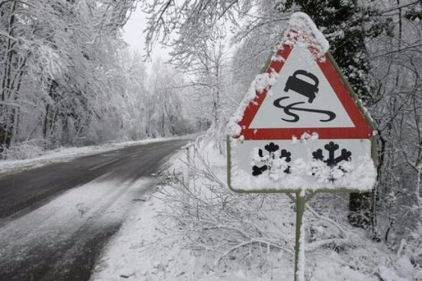 Сегодня водителям стоит быть осторожнее: на дороге возможна гололедица