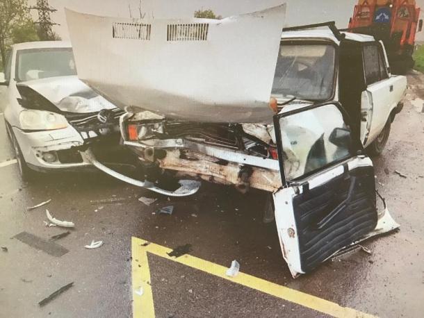 Под Краснодаром водитель «ВАЗа» погиб, врезавшись в припаркованную иномарку