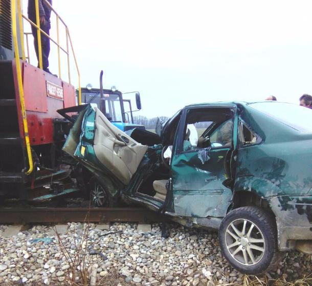 ВМостовском районе поезд столкнулся синомаркой: пострадали женщина иребенок