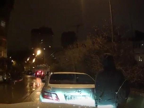 В Сочи сняли автовандала, ломающего чужие машины