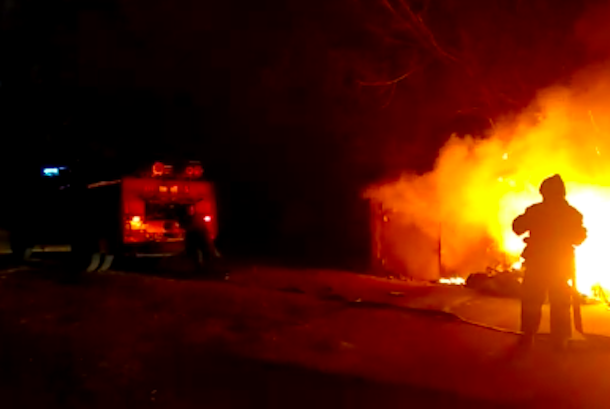 Неизвестные подожгли гараж в Краснодаре