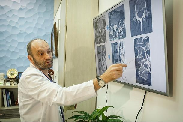 Кубанский нейрохирург получил медаль «За верность клятве Гиппократа»