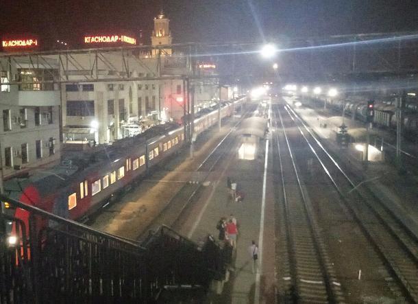 Грузовой поезд сбил мужчину под Краснодаром