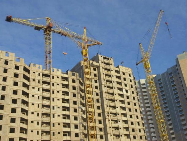 Власти назвали объем строящегося жилья повсей РФ