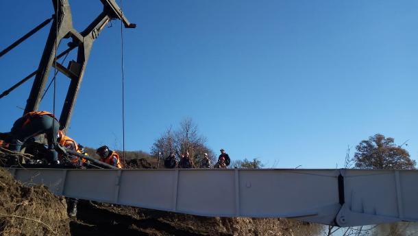 В Туапсинском районе приступили к установке временного моста из Тулы