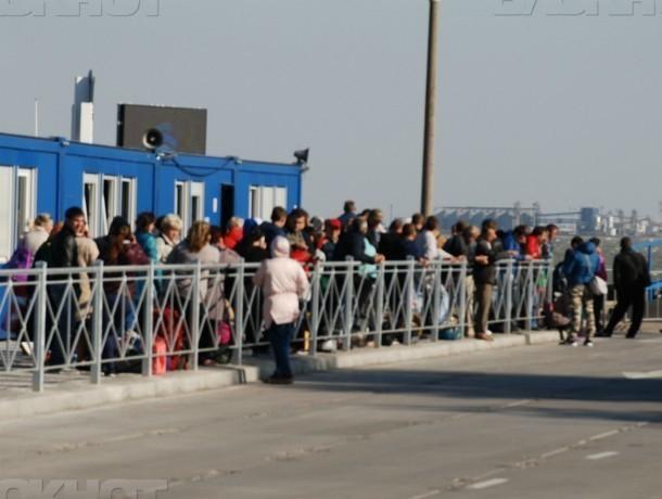 Автомобилистов Кубани предупреждают о надвигающемся шторме на Керченской переправе