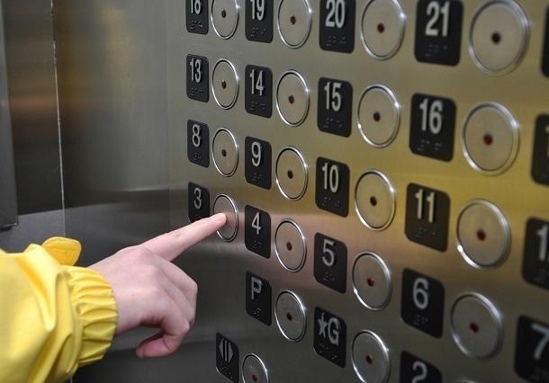 В Сочи мальчик и девочка 11 лет застряли в лифте
