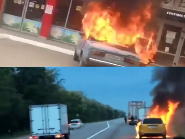 На Кубани внезапно вспыхнули две машины