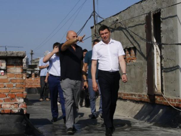 Мэр Краснодара снова забрался на крышу многоэтажки и пригрозил подрядчикам