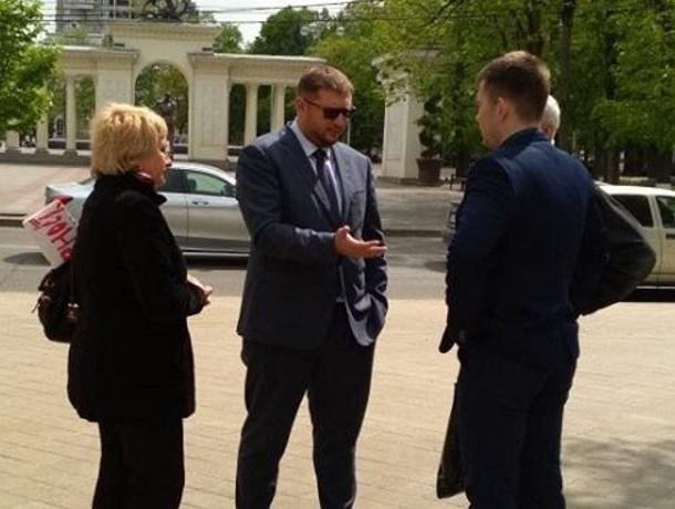 Мэрия Краснодара, услышав вице-губернатора, вышла к обманутым дольщикам