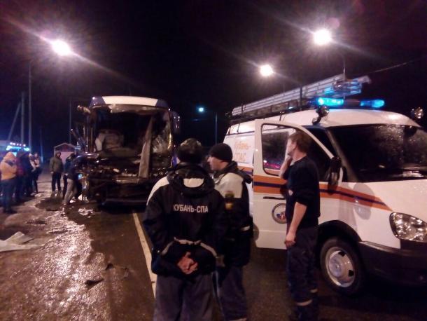 ВГулькевичском районе фургон столкнулся савтобусом
