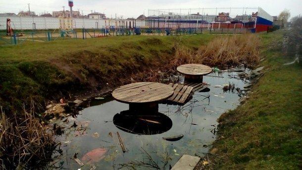 В Краснодаре появилась опасная для жизни детская площадка