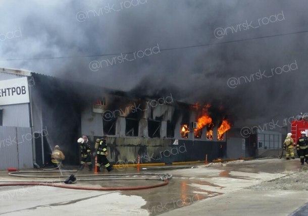 В Новороссийске вспыхнул пожар на станции техобслуживания