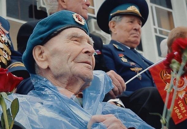 Парад Победы в Краснодаре завершился дождем
