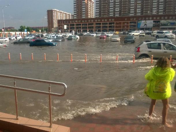 Мэрия Краснодара пытается предотвратить жуткие потопы улиц после дождей