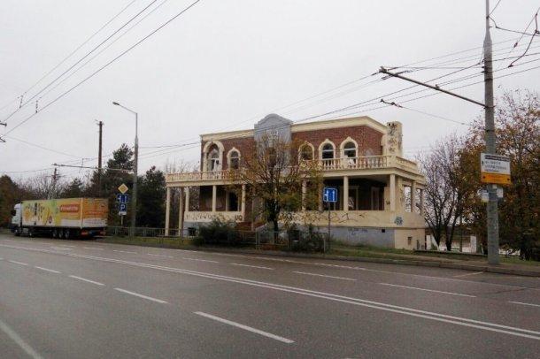 Мэрия Краснодара выкупит здание для детского центра возле Рождественского парка