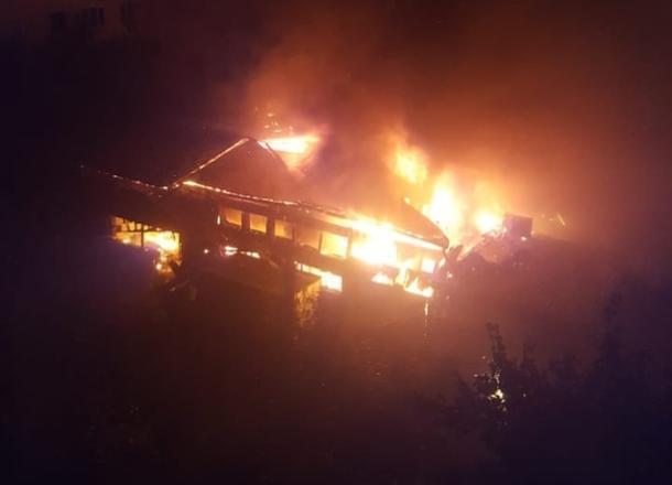 Крупный пожар тушили всю ночь в Краснодаре