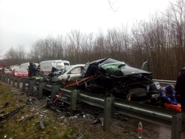 Двое взрослых погибли и трое детей пострадали в жутком ДТП на Кубани