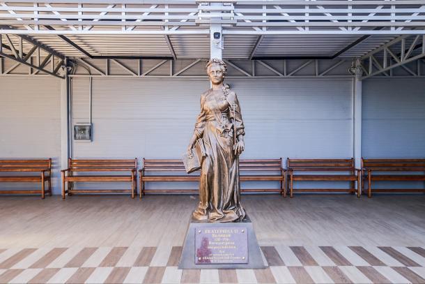 Памятник Екатерине Великой установили в аэропорту Краснодара