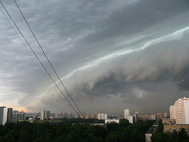 Ливни, град иусиление ветра: сегодня вНовороссийске объявлено штормовое предупреждение