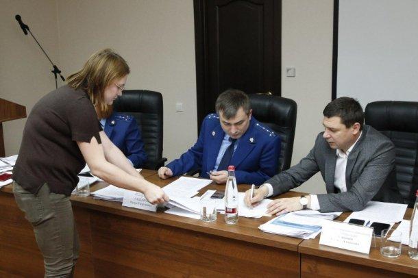 Мэр Краснодара и и.о. прокурора города не смогли принять всех обманутых дольщиков
