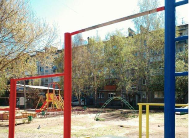 На Кубани в школе стоимостью в миллиард рублей на ребенка рухнул турник