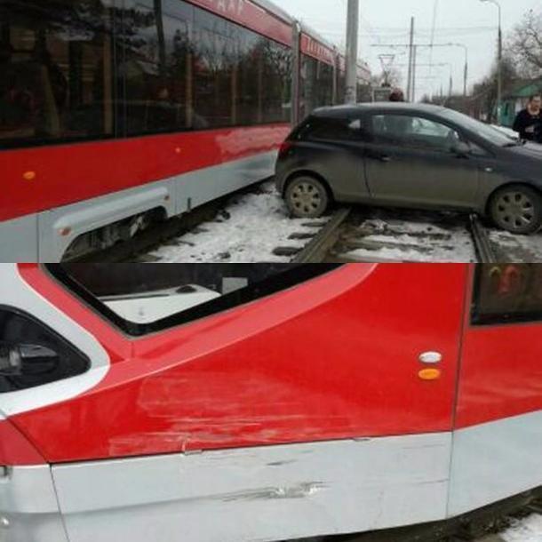 Вгороде Краснодаре иностранная машина столкнулась страмваем «Витязь»
