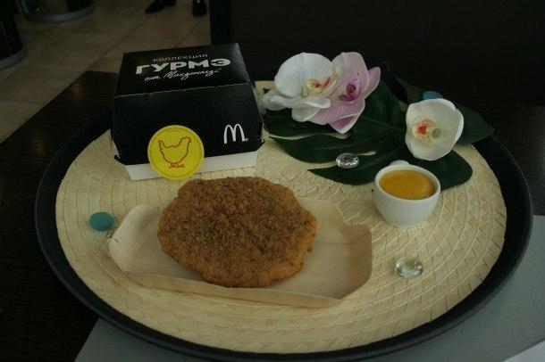Весна в Краснодарском крае принесет новый бургер с курицей, соусом с ананасами, специями и чесноком