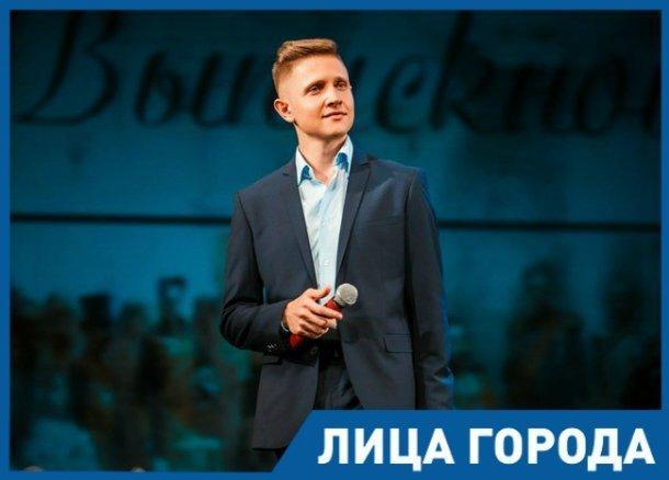 Я хотел стать актером, хотя ни разу до этого не был в театре, - худрук театра «Шардам» Максим Журков
