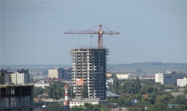 ВКраснодаре скарниза 16 этажа сняли обманутую дольщицу
