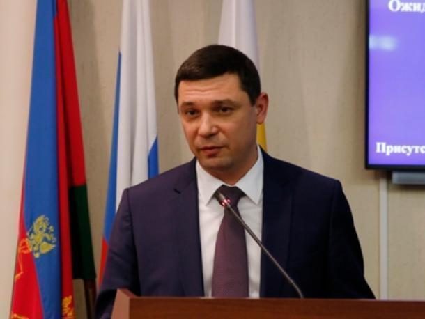 Евгений Первышов вручил первую пачку соли за плохую уборку снега