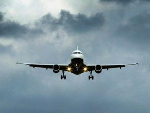 Из-за сильного ветра самолет с командой «Формулы-1» экстренно посадили в Минводы