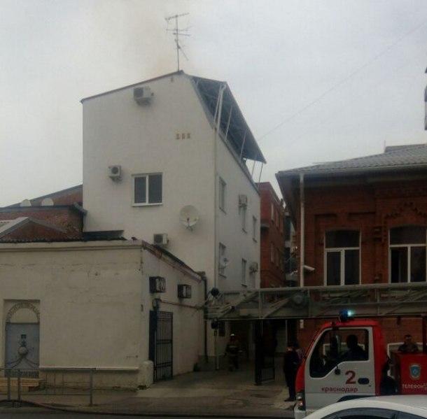 Черный дым над «Домом книги» напугал краснодарцев