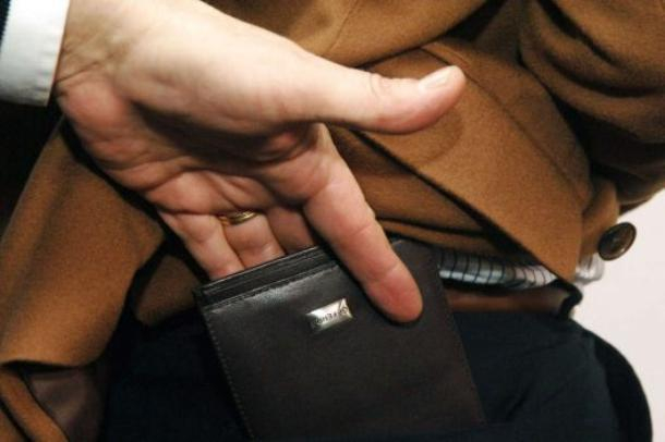 В Краснодаре задержали карманника, грабившего пассажиров в маршрутках