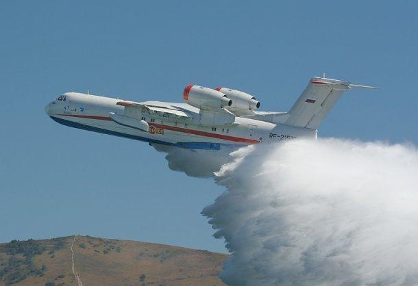 ВКрыму для тушения природного пожара привлекли авиацию МЧС